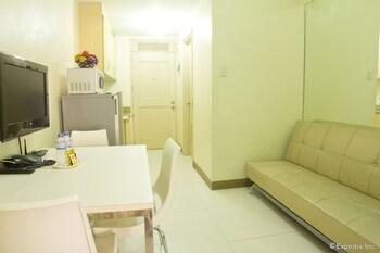 Chateau Elysee - Seine Cluster Manila Living Area