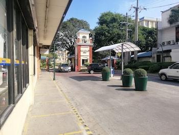 Chateau Elysee - Seine Cluster Manila Gift Shop