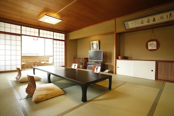 GINSUISO BEKKAN CHORAKU Living Room