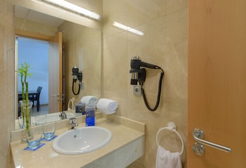 Tryp Madrid Airport Suites - Bathroom Sink  - #0