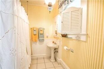 Farnsworth House Bed & Breakfast - Bathroom  - #0