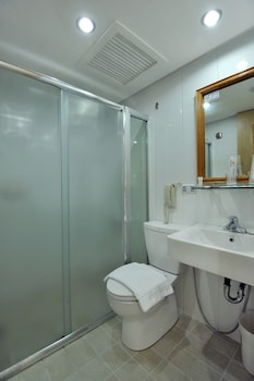 Wellcome Hotel Cebu Bathroom