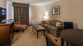 Suite, 1 King Bed, Non Smoking, Refrigerator & Microwave (Living Room;with Sofabed)