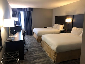 Deluxe Room, 2 Queen Beds, Non Smoking, Refrigerator & Microwave