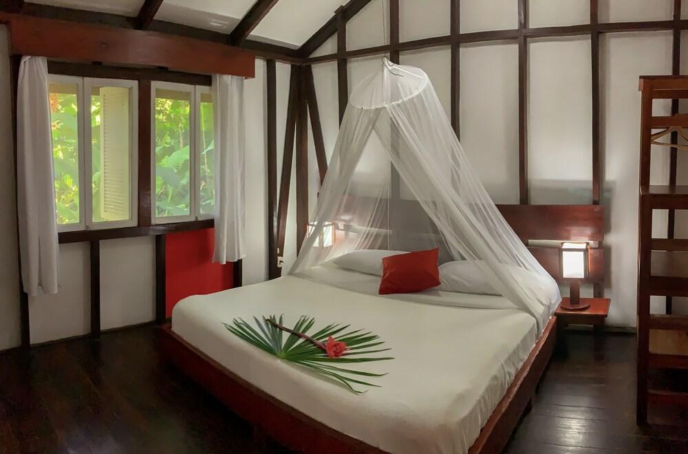 https://i.travelapi.com/hotels/7000000/6100000/6098500/6098415/0af30aac_z.jpg