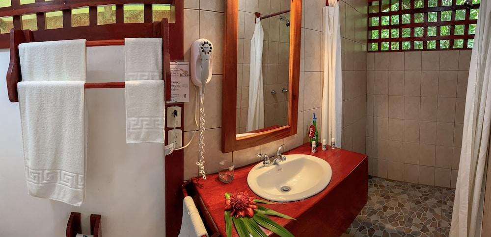 https://i.travelapi.com/hotels/7000000/6100000/6098500/6098415/24d7598a_z.jpg