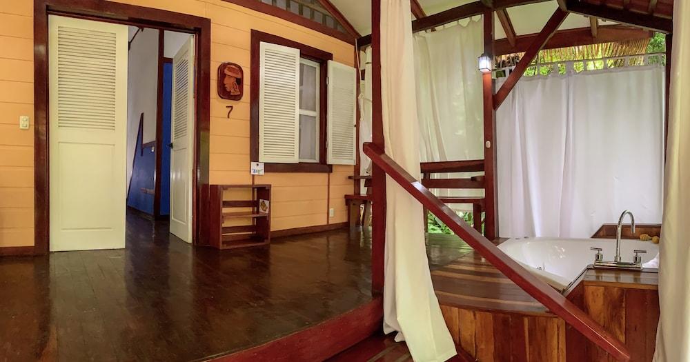 https://i.travelapi.com/hotels/7000000/6100000/6098500/6098415/4a1b4060_z.jpg