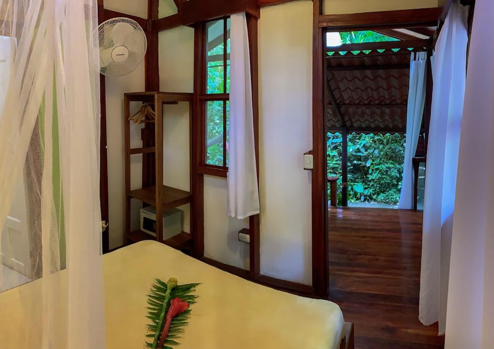 https://i.travelapi.com/hotels/7000000/6100000/6098500/6098415/8adcd8d5_z.jpg