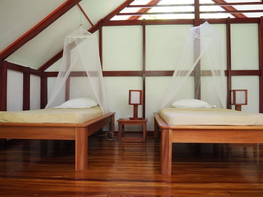 https://i.travelapi.com/hotels/7000000/6100000/6098500/6098415/b0ac7708_z.jpg