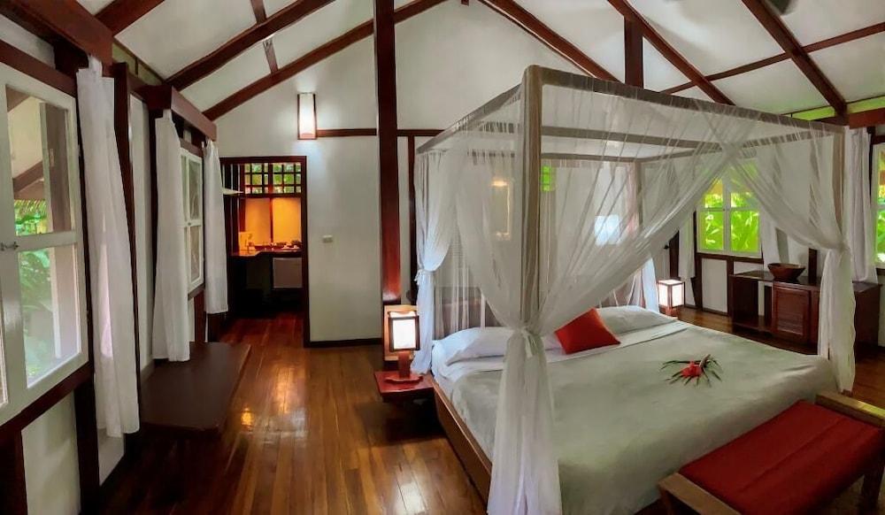 https://i.travelapi.com/hotels/7000000/6100000/6098500/6098415/c1afb561_z.jpg