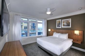 2 Bedroom Condo, Poolside View