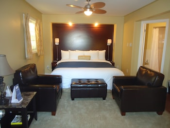 King Suite with Balcony, Lake View