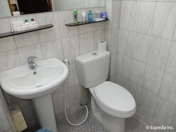 Orchid Inn Resort Pampanga Bathroom