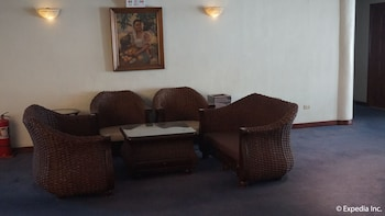 Wild Orchid Resort Subic Lobby Sitting Area