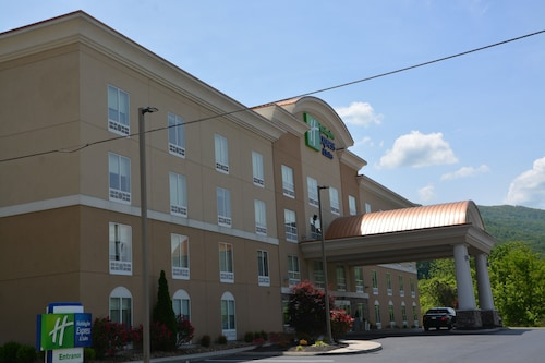 . Holiday Inn Express & Suites, Caryville