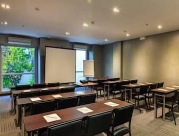 Microtel Acropolis Meeting Facility