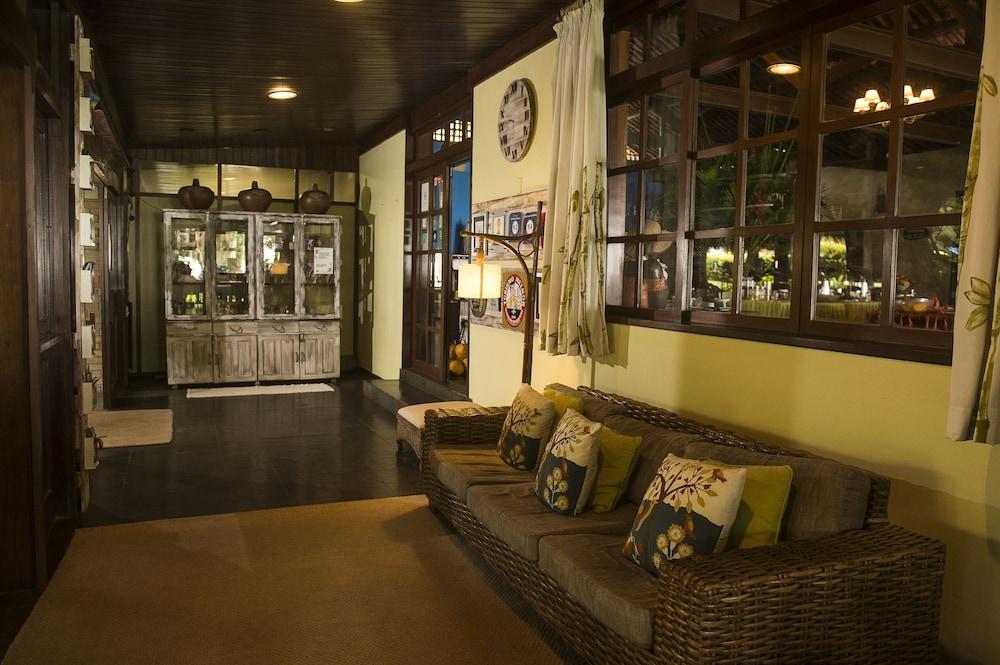 https://i.travelapi.com/hotels/7000000/6140000/6130100/6130076/e1603c8d_z.jpg