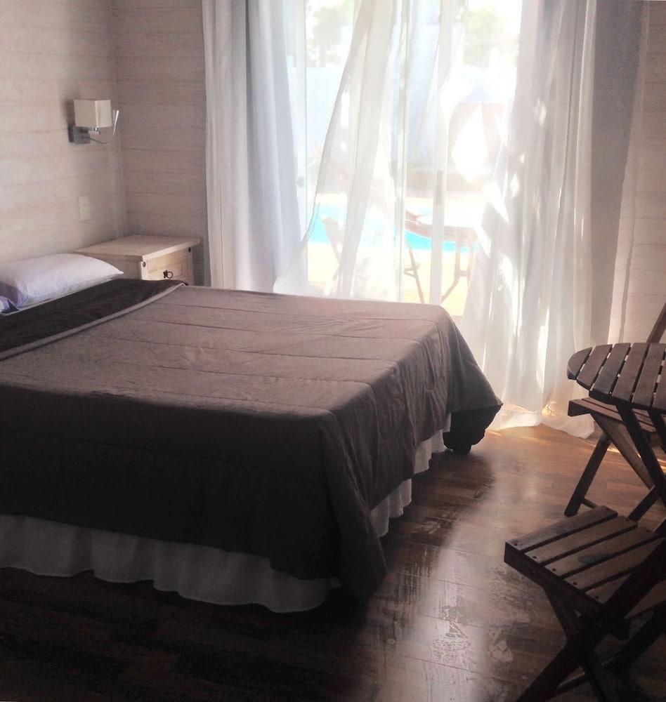 https://i.travelapi.com/hotels/7000000/6140000/6133900/6133830/032a0808_z.jpg