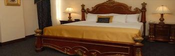 Junior Suite, 1 King Bed, Non Smoking (Living Room;Walk-in Shower)