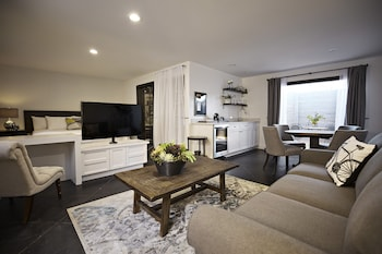 Superior Suite, Ensuite, Courtyard View (Roberto & Suzanna Suite)