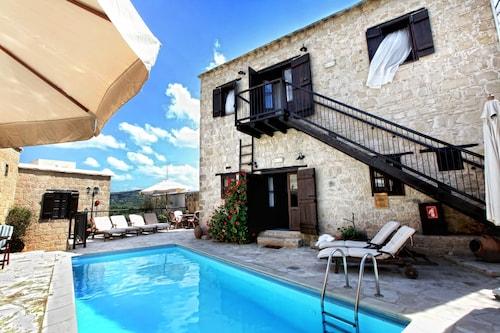 . Leonidas Village Houses
