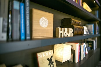 ROPPONGI HOTEL S Library