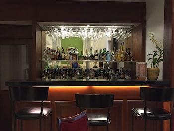 Orchid Garden Suites Manila Hotel Bar