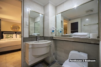 Orchid Garden Suites Manila Bathroom