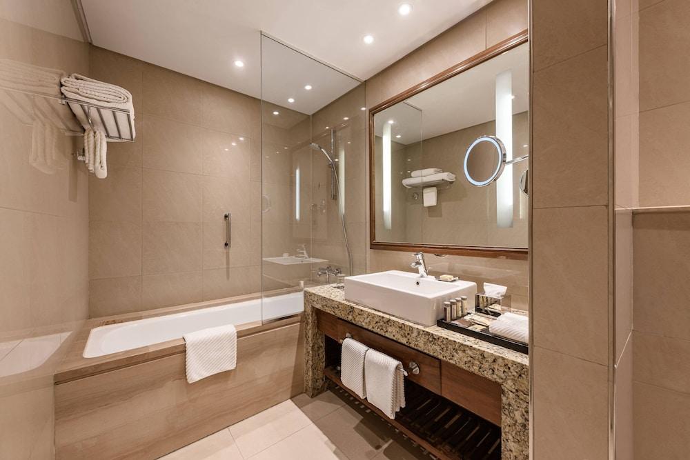 https://i.travelapi.com/hotels/7000000/6190000/6184200/6184194/49cbd8e1_z.jpg