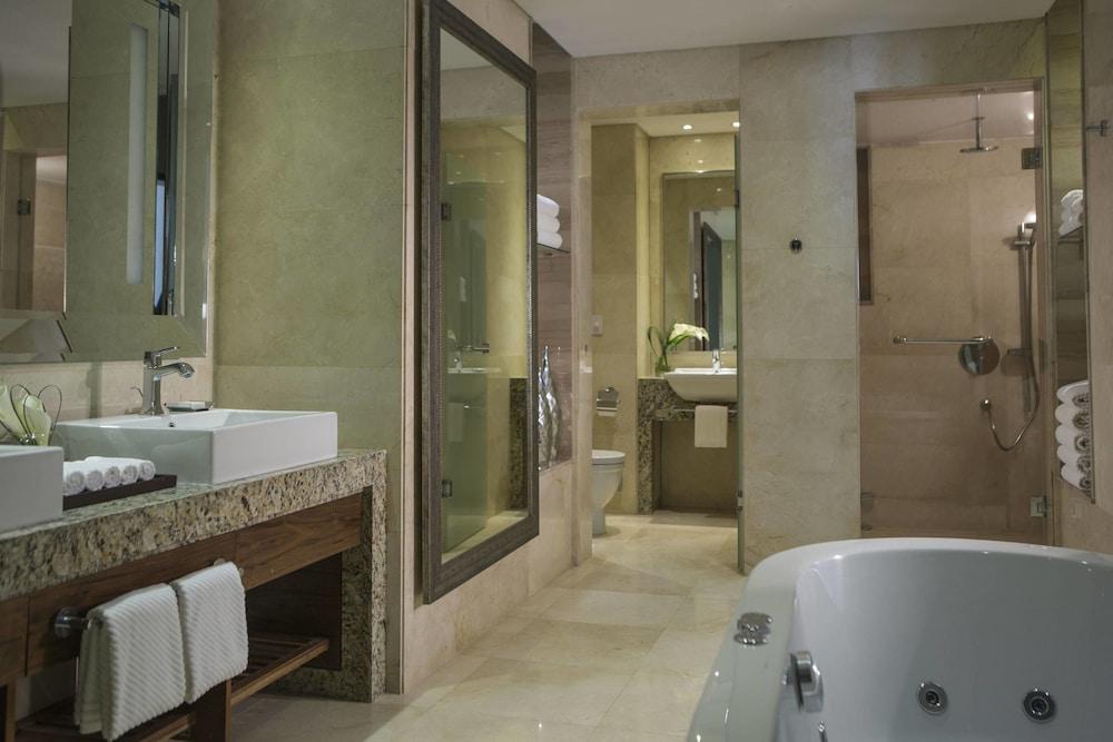 https://i.travelapi.com/hotels/7000000/6190000/6184200/6184194/c4a58e9e_z.jpg