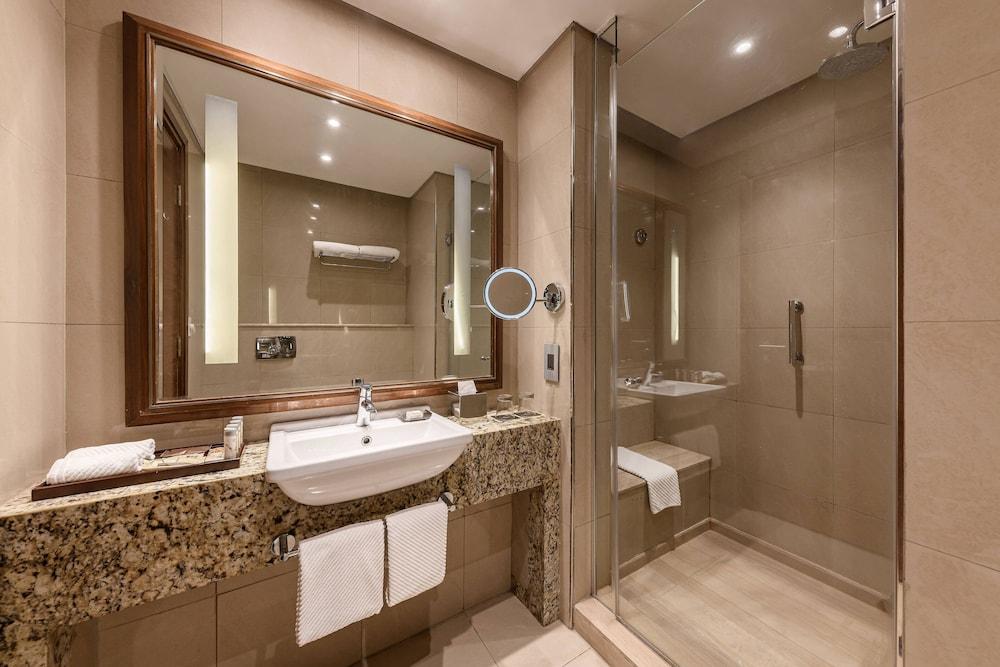 https://i.travelapi.com/hotels/7000000/6190000/6184200/6184194/dc347603_z.jpg
