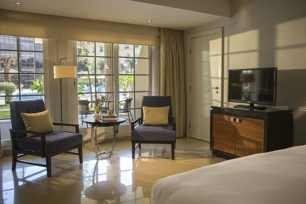 https://i.travelapi.com/hotels/7000000/6190000/6184200/6184194/eeb0b49a_z.jpg