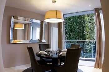 Suite, 1 Queen Bed, Corner