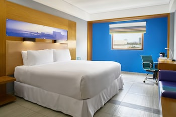 aloft, Room, 1 King Bed, Lagoon View