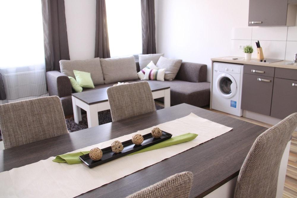 CheckVienna – Apartment Huglgasse