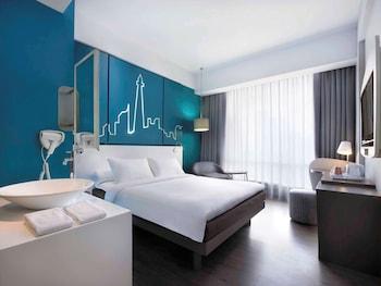 Deluxe Twin Room, 1 Queen Bed, City View