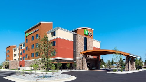 . Holiday Inn Express Hotel & Suites Butte