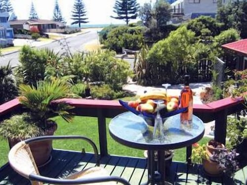 . Moanarua Beach Cottage