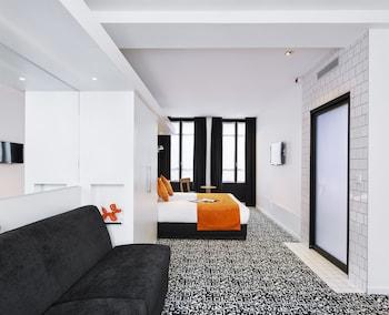 Junior Suite, 1 King Bed (Larger Room)