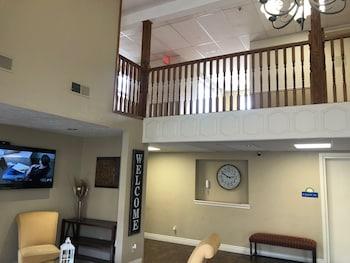 布蘭森娛樂區溫德姆戴斯套房飯店 Days Inn & Suites by Wyndham Branson Entertainment District
