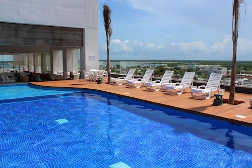 . Fiesta Inn Chetumal Hotel