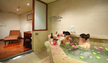 Nine Plus Spa Hot Spring Hotel - Bathroom  - #0