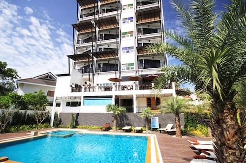 . Dee Andaman Hotel