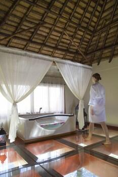 Huma Island Resort & Spa Coron Bathroom