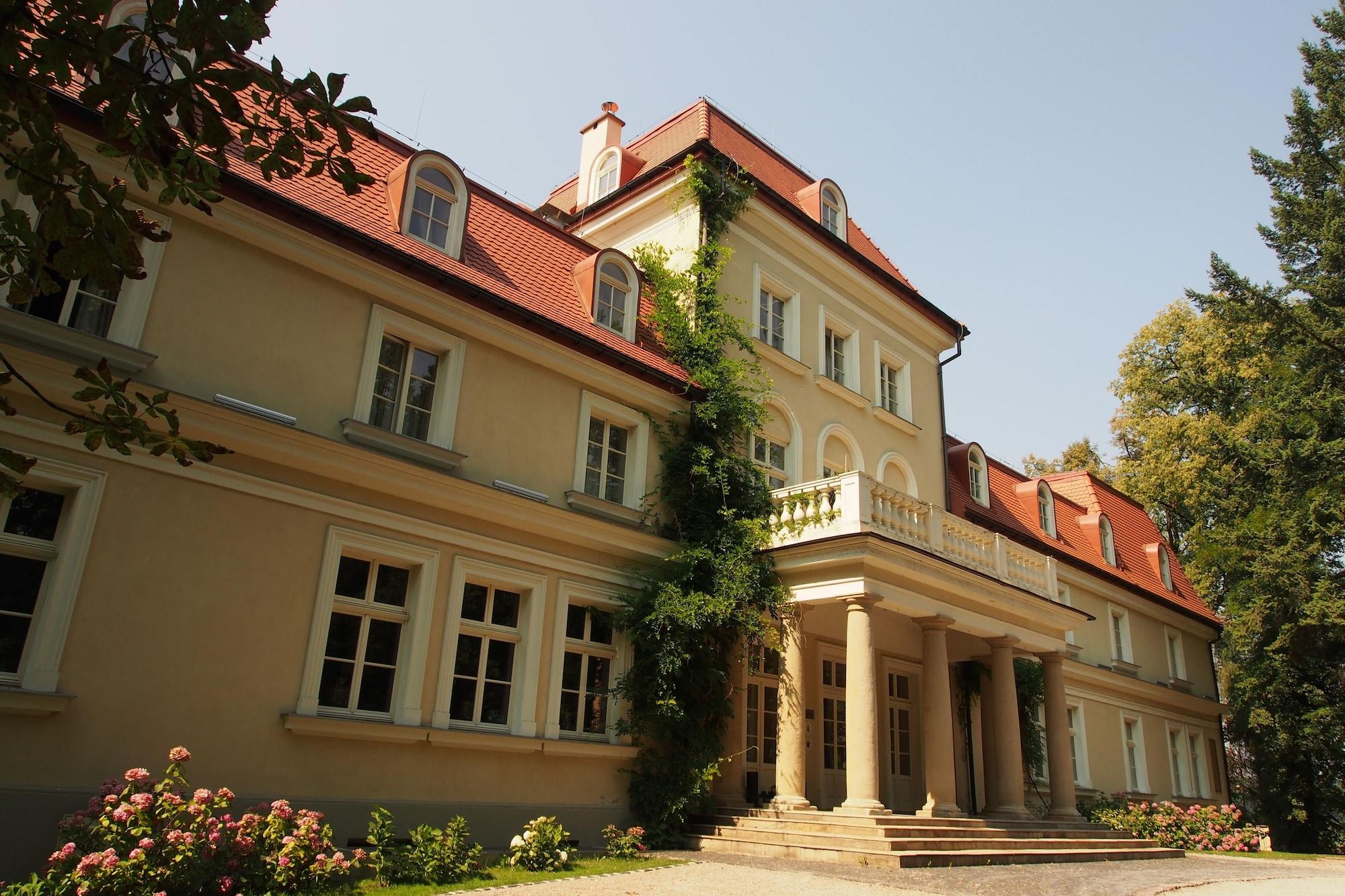 Dwór Sieraków, Wieliczka