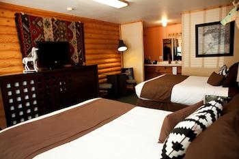 Deluxe Room, 2 Queen Beds (Dog-Friendly)