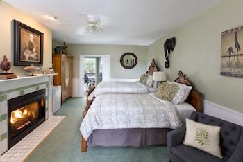 Deluxe Room, Multiple Beds (Elephant Walk)