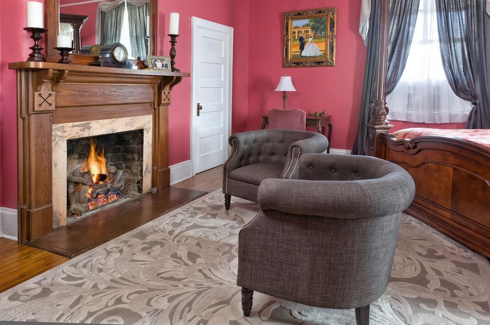 Classic Double Room (1 Full Bed ( Inez))