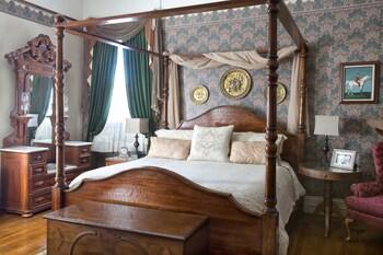 Basic Room, 1 King Bed (Linda)