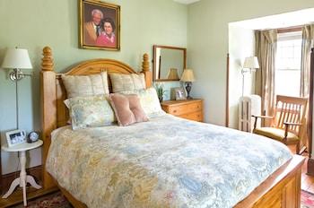 Basic Room, 1 Queen Bed (Maggie)